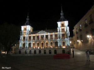 das Rathaus von Toledo bei Nacht