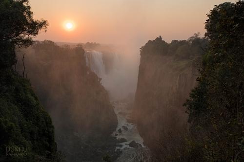 Victoria Falls im ersten Morgenlicht