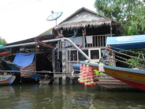 Chao Phraya Holzhütte